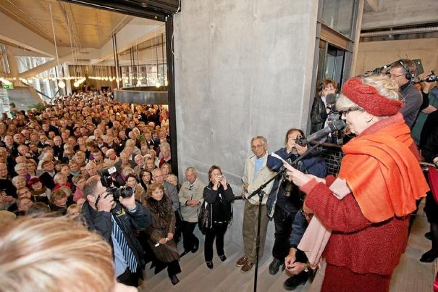 Suzanne Brøgger læser sin 'Ode til danske biblioteker' op d. 10/10-2010 på Kulturværftet.