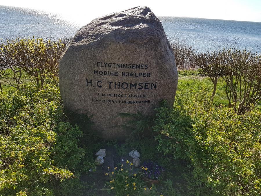 Foto af mindesten for H.C. Thomsen