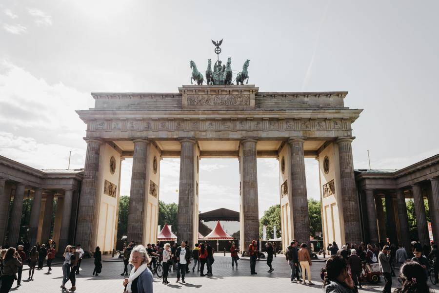 Brandenburger Tor, Berlin. Foto af Marius Serban. Unsplash