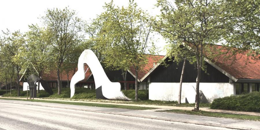 Foto af Espergærde Bibliotek set fra vejen.