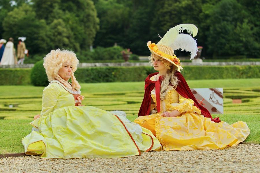 Foto af to kvinder fra 18tallet