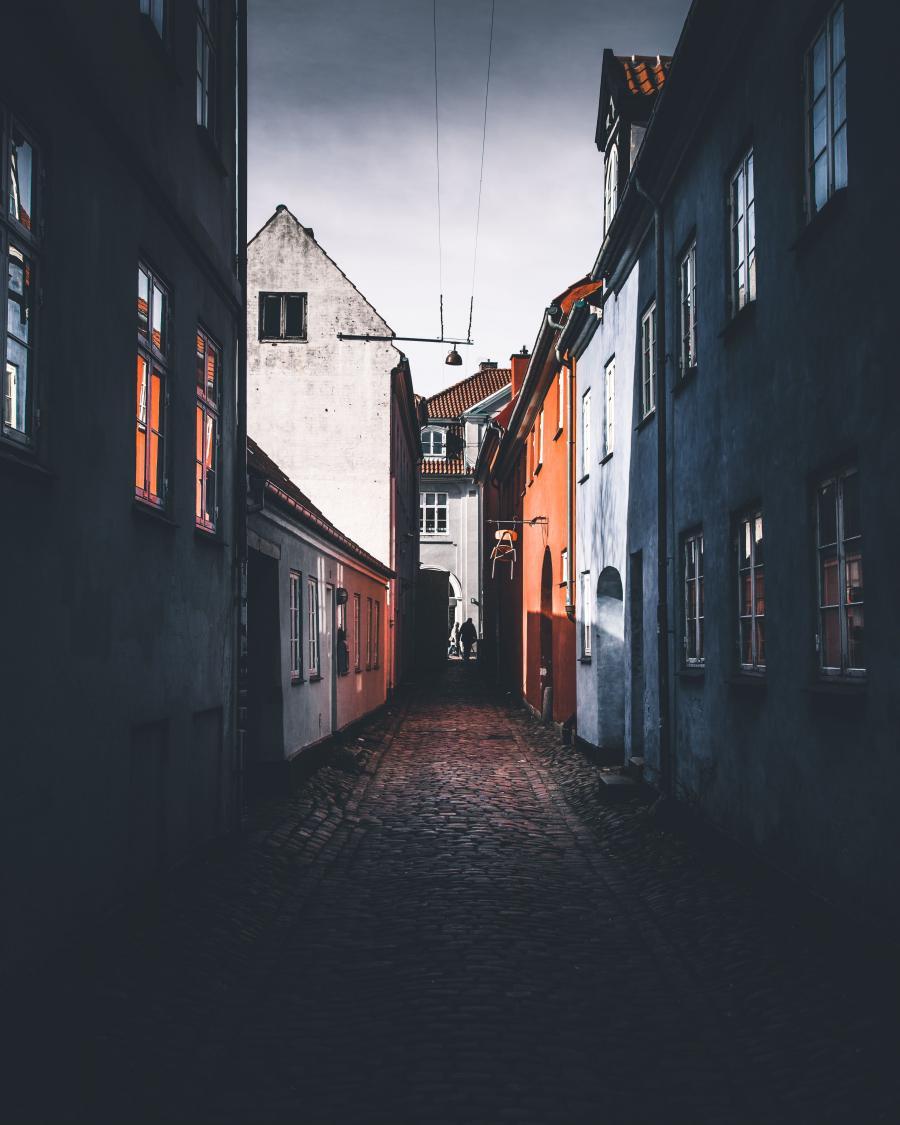 Foto: Kasper Rasmussen, Unsplash. Gade i Helsingør