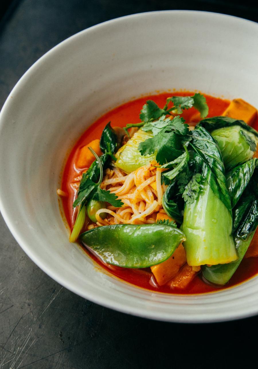 Foto af en tallerken med suppe