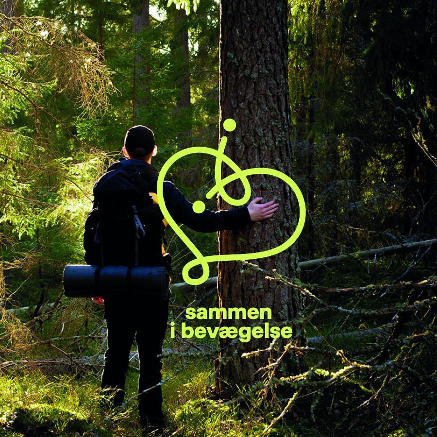 Foto af mennesker i en skov